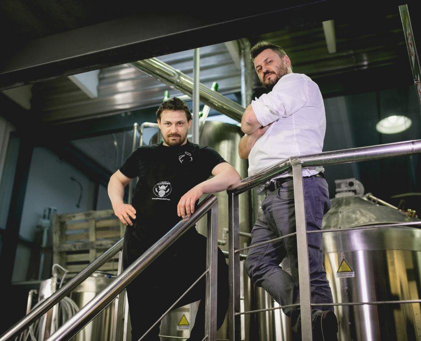 Stefano e Matteo Plotegher nel loro birrificio artigianale