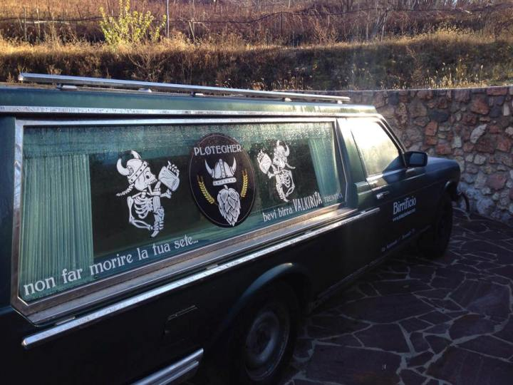 carro funebre birrificio artigianale Plotegher